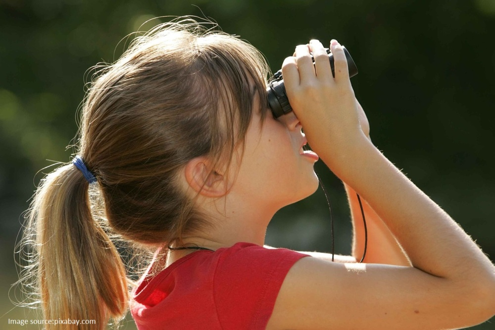 binoculars-387334_1280