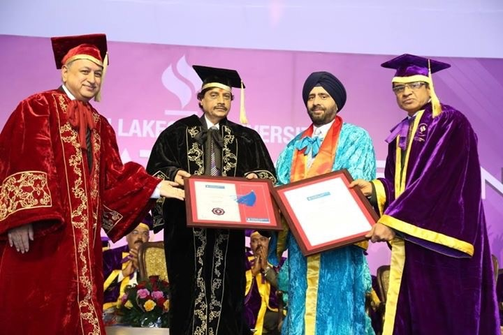 gurmit-singh-yahoo-india-md-receiving-honorary-degree-from-jlu